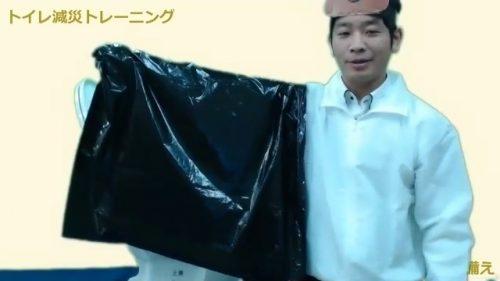 携帯トイレの袋の被せ方